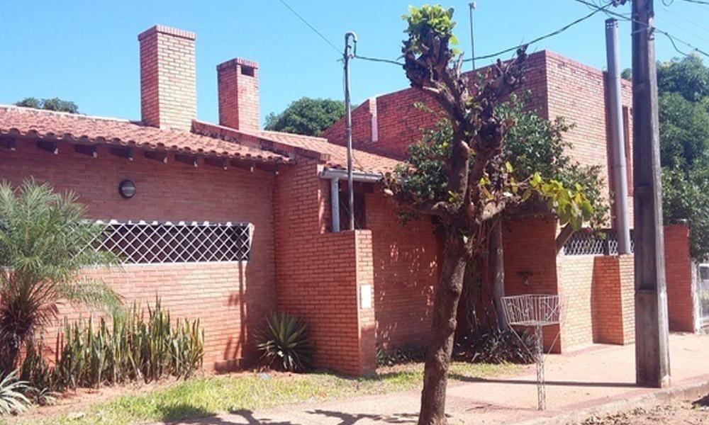 HERMOSA RESIDENCIA EN LAMBARE, MAS DE 700M2 DE TERRENO